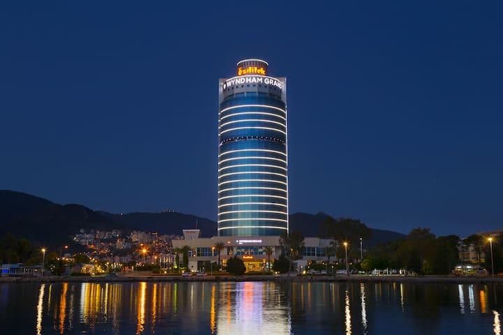 7. Wyndham Grand İzmir Özdilek